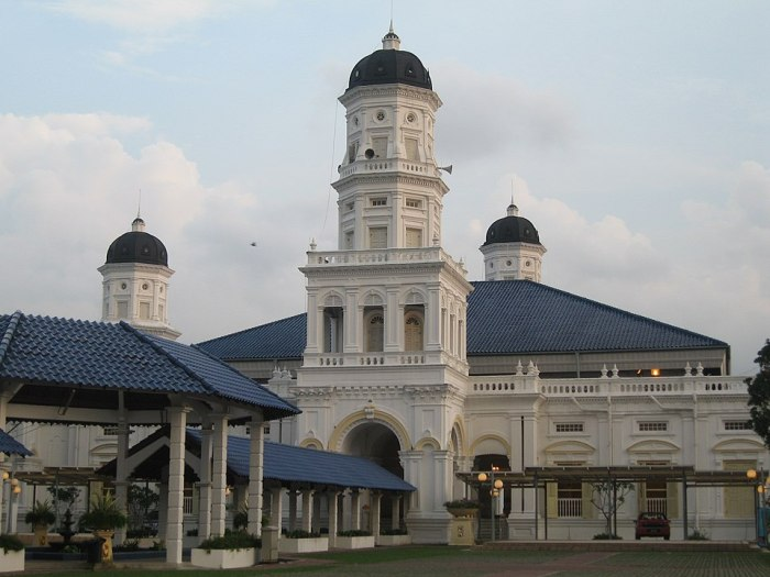 Sultan Abu Bakar State Mosque by Terence via Wikipedia CC