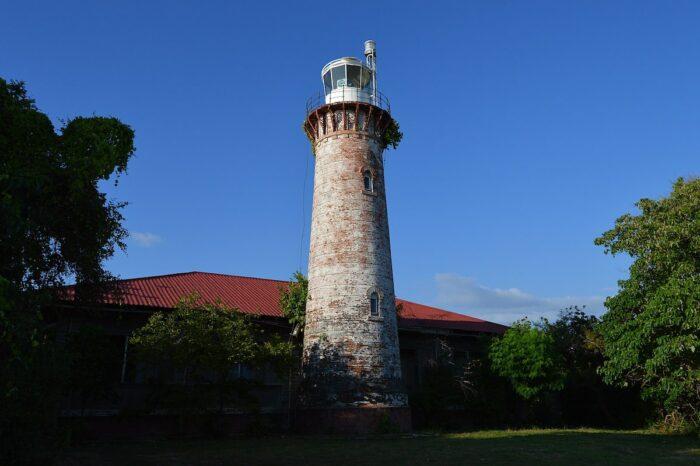 Cape Santiago Lighthouse by Lawrence Ruiz via Wikipedia CC
