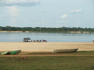 Praia do Araguaia: do outro lado do rio, a Ilha do Bananal