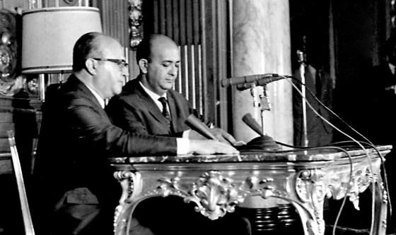 1968: Gama e Silva, à esquerda, acompanha leitura da decretação do AI-5, em cadeia de rádio