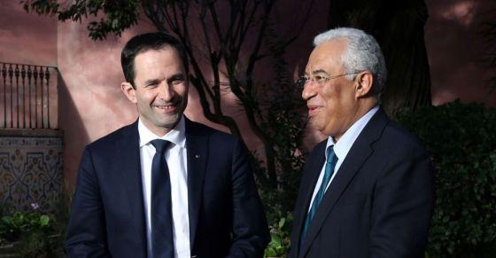 """Antonio Costa (à direita), primeiro ministro português, recebe Benoit Hamon, candidato à presidência da França. Os """"socialistas"""" franceses aprenderão algo?"""