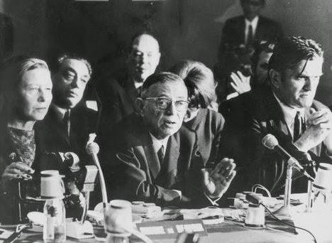 (170628_Jean Paul Sartre as part of the Bertrand Russell Tribunal- War Crimes Tribunal. 1967)Simone de Beauvoir