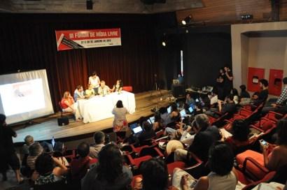 """III Fórum de Mídia Livre (2012): para Ladislau, o que está em crise não é a comunicação, mas """"a fórmula econômica da velha mídia"""""""