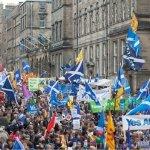 Da saia escocesa à reinvenção da democracia