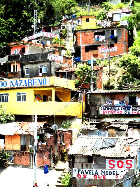 141027-Favela