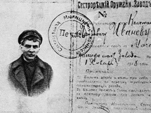 Lenin com peruca e sem o cavanhaque num passaporte falso para a fuga à Finlândia