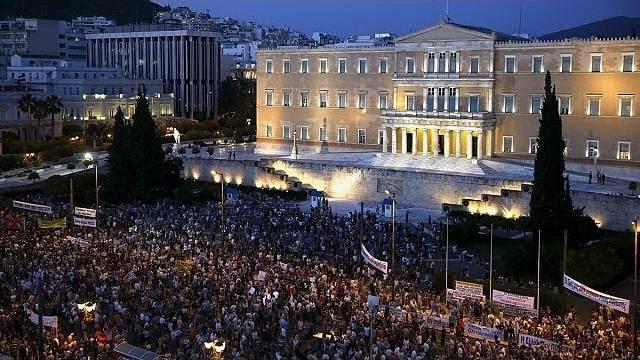 """Gregos saem às ruas para apoiar o governo contra a """"austeridade"""""""