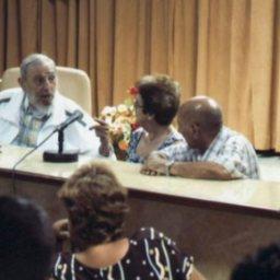 Fidel Castro comenta indústria dos laticínios em Cuba
