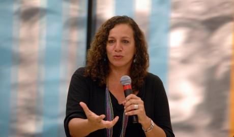 Jandira Feghali (PCdoB-RJ) diz que PEC 171/93 beneficia crime organizado