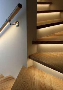 Iluminación en escaleras y barandillas