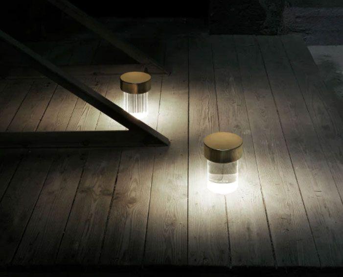 Lámpara de mesa portátil y recargable