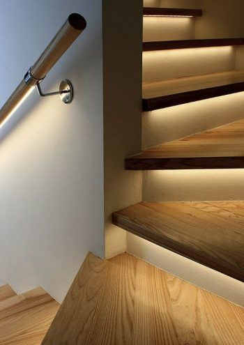 Iluminación de escaleras y barandillas