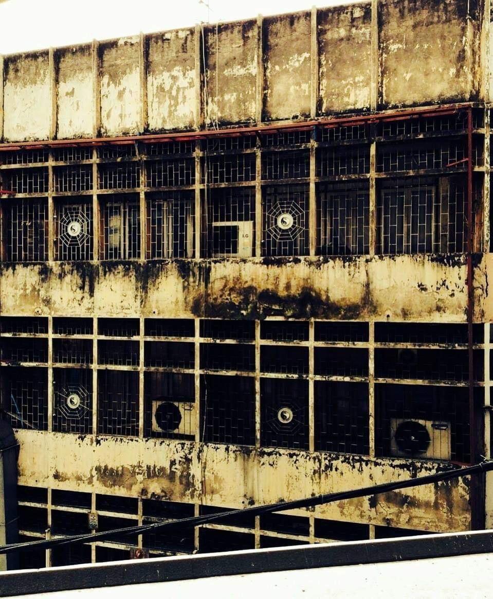 SCARY DESERTED BUILDING 😱👻🏢🏬 ( ตึกร้างที่ชวนหลอนน่ากลัว 😱👻🏢🏬 )