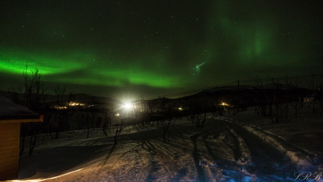 capturing night time photography, photographing the northern lights
