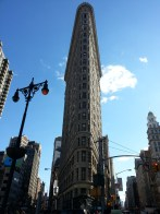 The Flatiron Building in New York, built in 1902. Le Flatiron, construit en 1902 à New York
