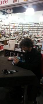 I met Neil Gaiman!! In Vincennes, France. J'ai rencontré Neil Gaiman !! Vincennes, France.