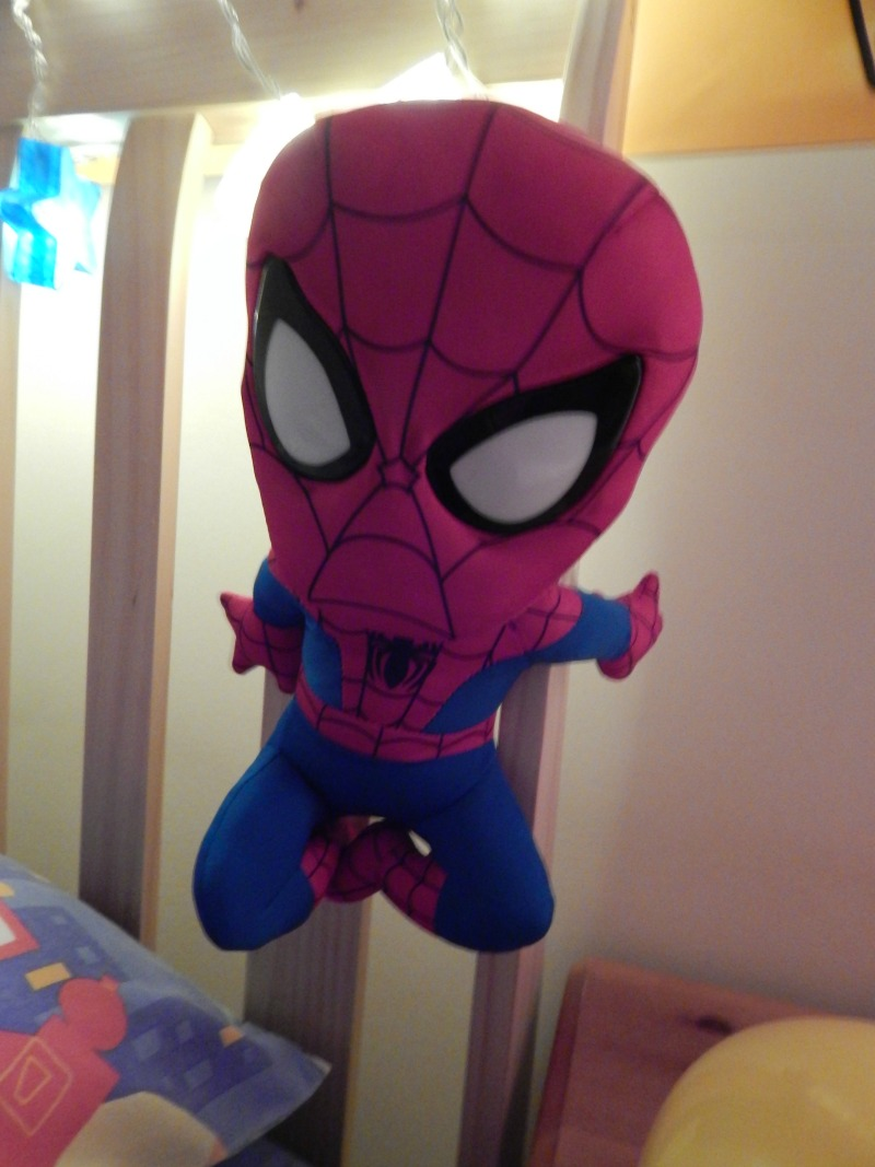 Ultimate Spiderman Go Glow Pal