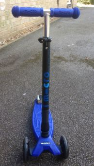 Maxi Micro T-Bar Foldable Scooter