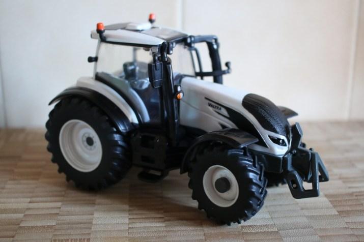 Valtra T254V Tractor