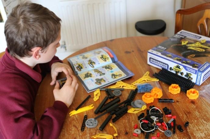 Thames & Kosmos Engineering Makerspace