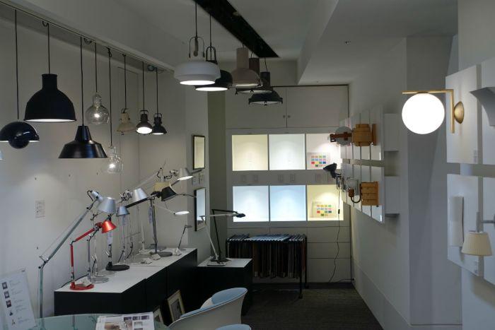 Yamagiwa tokyoショールーム ブラケットやペンダント デスクの照明