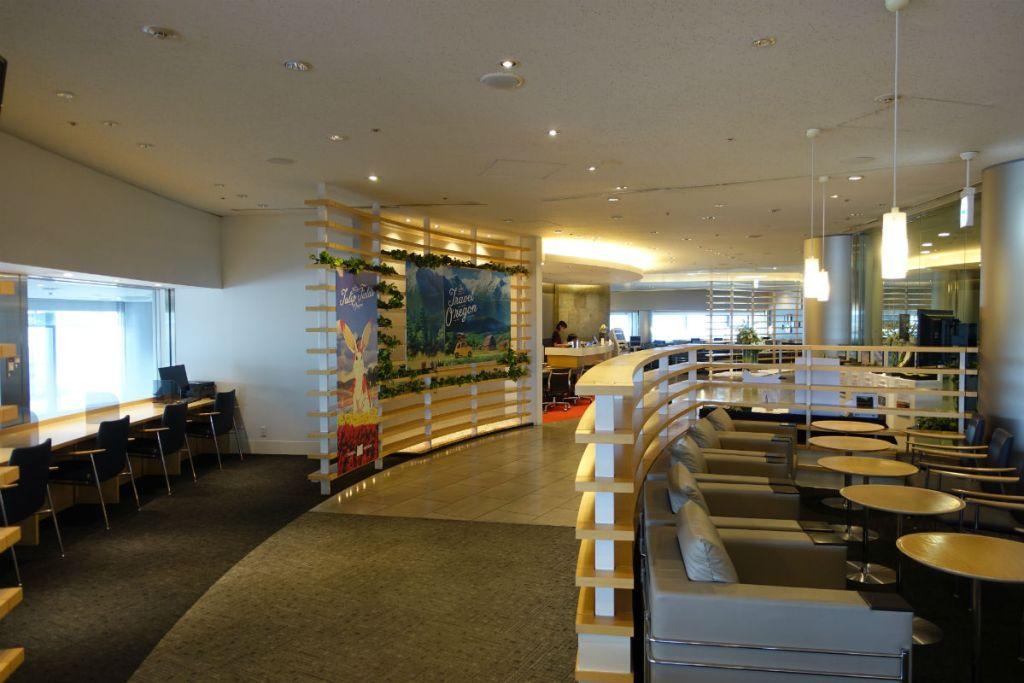 成田空港第一ターミナル4F デルタ スカイクラブ 円形の建物設備