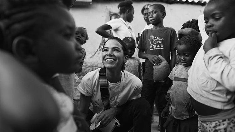 Bruna Marquezine em viagem missionária