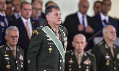 General Edson Leal Pujol durante passagem de comando do Exército