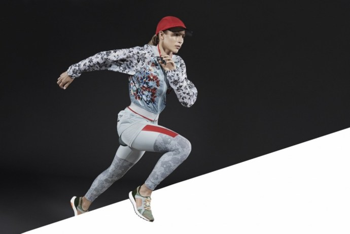 2.花朵紋跑步風衣外套$7,200_花朵紋Techfit運動緊身褲$4,200_慢跑兩件式短褲$2,600_UltraBoost跑鞋$8,800_已上市