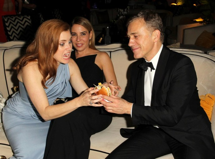 Amy-Adams-happily-took-burger-from-Christoph-Waltz-during