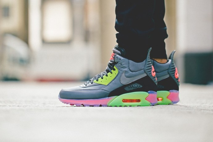 nike-2014-holiday-air-max-90-sneakerboot-ice-collection-11