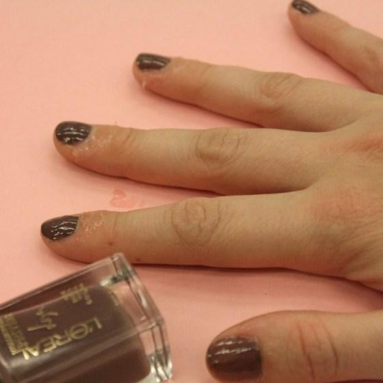 1449075807-syn-svn-1449065086-syn-cos-1448923308-vaseline-nail-polish-2