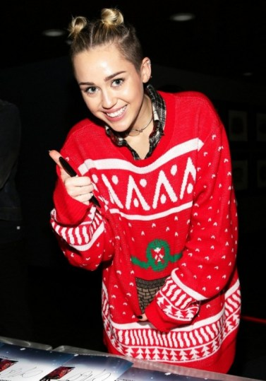 the-top-5-celebrity-ugly-christmas-sweater-moments-1591367-1449775436.640x0c