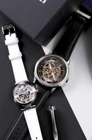 KENNETH COLE七夕情人節對錶情境照2(左)氣質純白經典機械錶NT6,480 (右)品味耀眼經典機械錶NT7,280