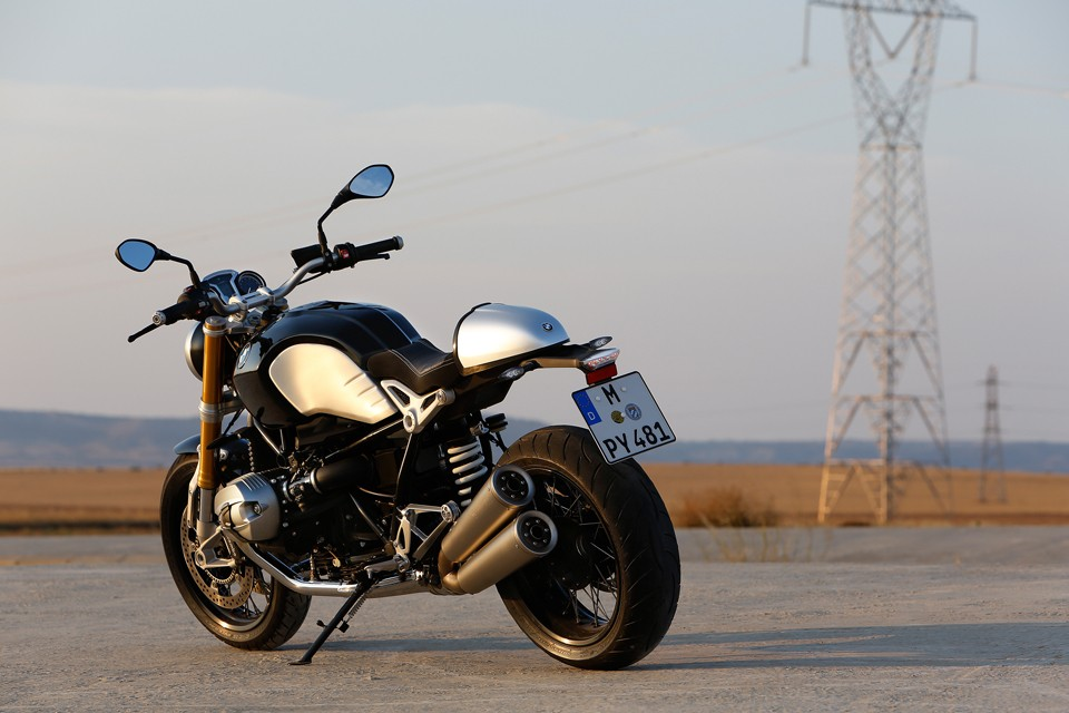 BMW-R-nineT-90th-Anniversary-Motorcycle-02