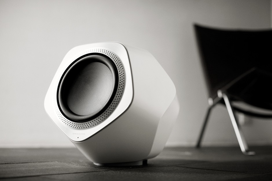 bang-olufsen-beolab-wireless-speakers-and-subwoofer-04