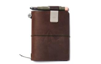 nigel-cabourn-x-midori-army-edition-travelers-notebook-1