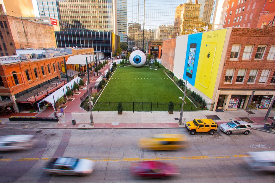tony-tassell-eye-sculpture-the-joule-dallas-4