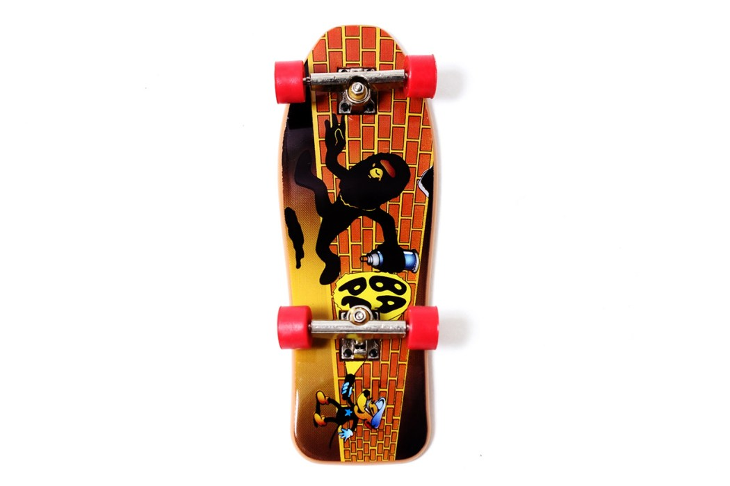 a-skating-ape-special-novelty-fingerboard-3