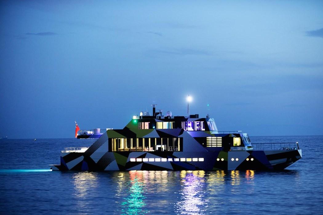 dakis-joannous-guilty-yacht-by-jeff-koons-and-ivana-porfiri-2