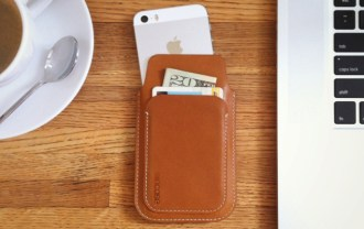 incase-iphone-5-leather-pouch-1