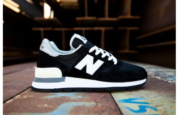 jbjde_newbalance990blackfeaturesneakerboutique1_788235