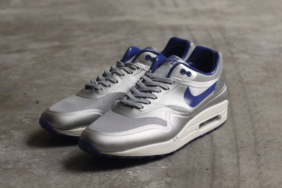 nike-air-max-1-night-track-pack-1