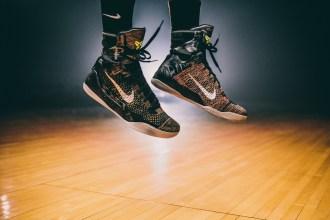 "Kobe Bryant表示:""Flyknit使Kobe 9 Elite成為我穿過的最舒適的籃球鞋。它輕盈到你幾乎感覺不到它的存在,這就是它的美妙所在。"""