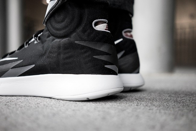 a-closer-look-at-the-nike-zoom-hyperrev-black-5