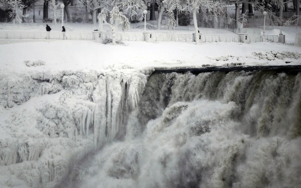 american-falls-side-niagara-falls-pictured-ontario