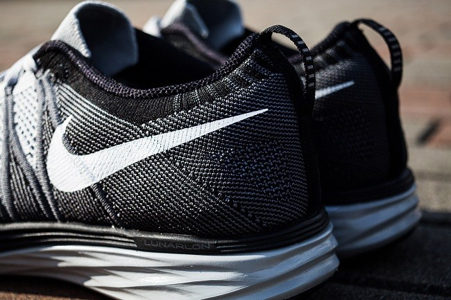 an-exclusive-look-at-the-nike-flyknit-lunar-2-wolf-grey-4