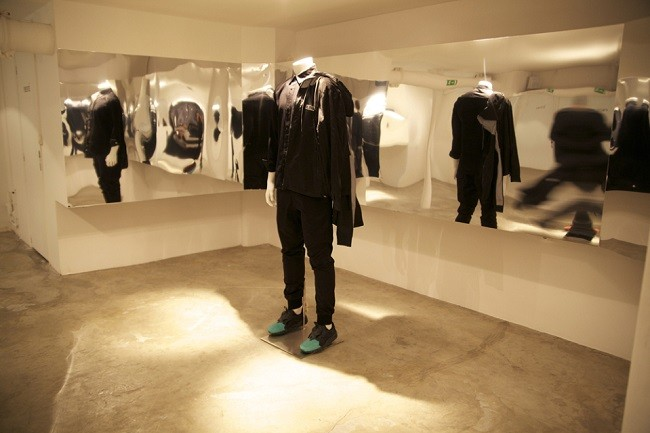 look-inside-the-kith-coat-of-arms-paris-pop-up-shop-09-960x640