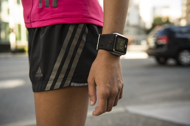miCoach SMART RUN手錶_$15,000_2月上市_04_
