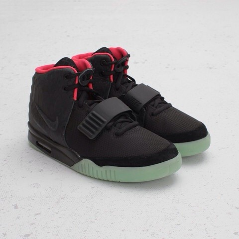The_Nike_Air_Yeezy_2_Black_and_Solar_Red_Colorway,_released_on_June_9th,_2012_2013-12-07_23-49